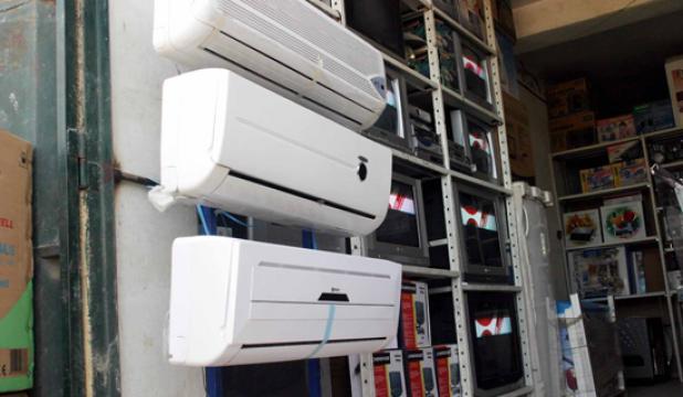 بسبب الانقطاعات المتكرّرة للتيار جزائريون يتهافتون على أجهزة تعديل التوتّر الكهربائي لتفادي الخسائر